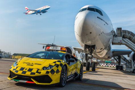 Flughafenfahrzeuge: Der Follow-Me-Wagen
