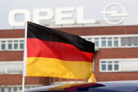 Opel Logo mit Deutschlandflagge