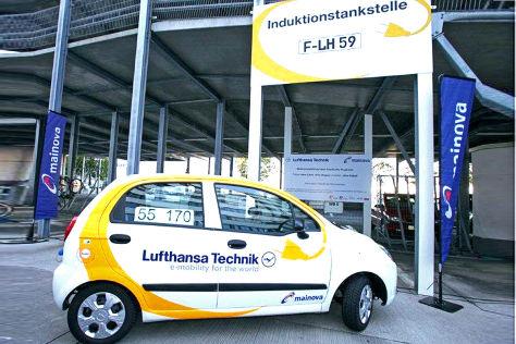 E-Autos als Testfahrzeuge von der Lufthansa am Frankfurter Flughafen
