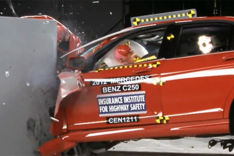 Mercedes C-Klasse im US-Crashtest August 2012
