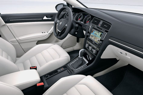vw golf vii cockpit bilder mit instrumenten lenkrad und navi. Black Bedroom Furniture Sets. Home Design Ideas