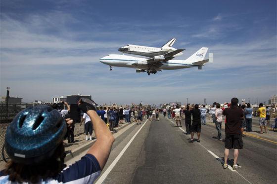Toyota Pick-Up zieht Space Shuttle