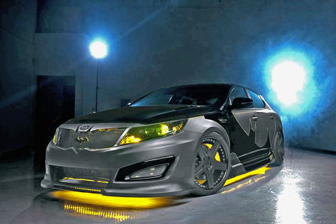 Kia Optima im Batman Look
