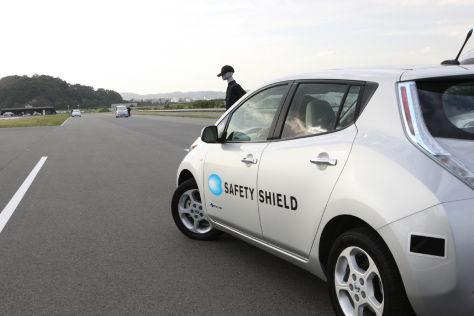 "Nissan Assitenzsystem ""Autonomous Emergency Steering"""