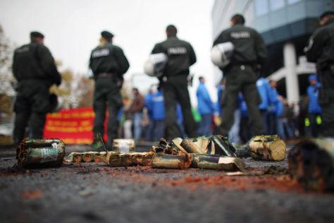 Belgische Arbeiter demonstrieren vor Kölner Ford-Werk