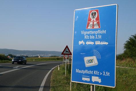 Maut-Hinweisschild in Österreich