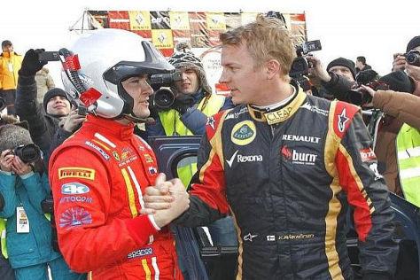 Kimi Räikkönen gratuliert dem Sieger Kirill Ladygin