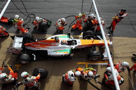Die Force-India-Mechaniker mussten heute Schwerstarbeit leisten