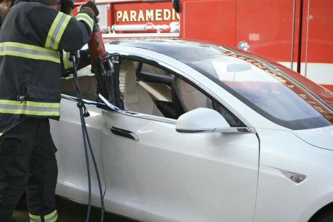 Screenshot von der Zerlegung eines Tesla Model S