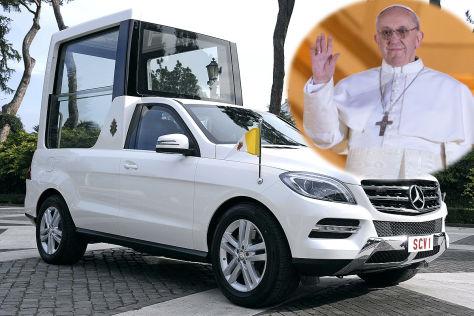 Papst Benedikt und Dieter Zetsche vor dem neuen Papamobil
