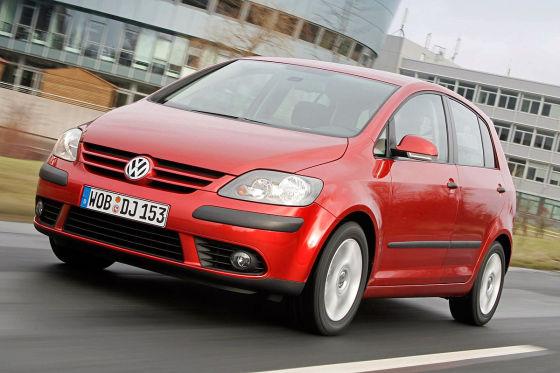VW Golf Plus fahrend rot