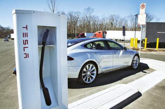 Ladestation mit Tesla Model S