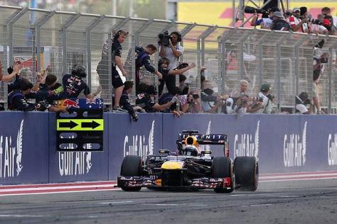 Vettel holt sich einen dominanten Sieg, während WM-Gegner Alonso Probleme hat