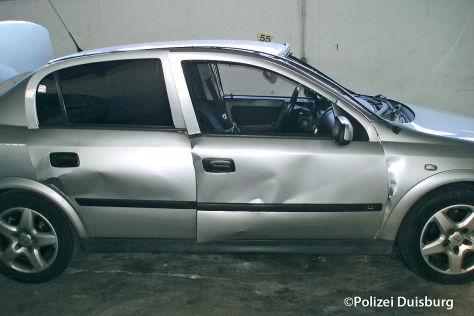 Opel Astra nach einer Explosion verursacht durch Cockpitspray