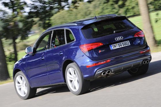 Audi SQ5 TDI fahrend Heckansicht