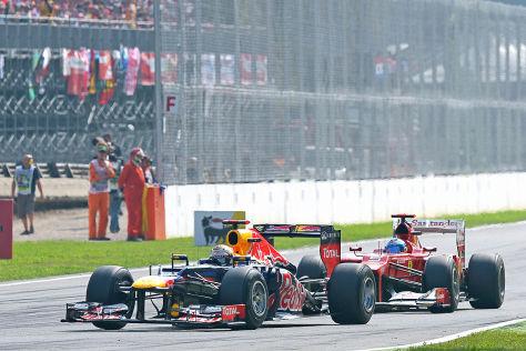 Alonso versucht Vettel zu überholen