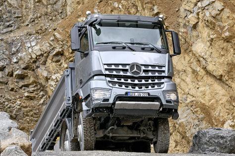 Mercedes Arocs Einsatz in der Kiesgrube