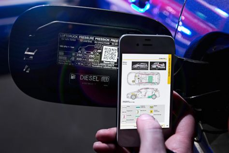 Mercedes QR-Code für digitale Rettungskarte in der Tankklappe