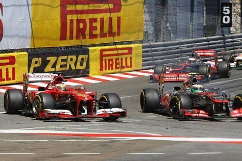 Duell in der Hafenschikane: Alonso fuhr im Kampf gegen Perez kurz von der Strecke