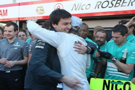Auf diesen Moment haben Toto Wolff und Nico Rosberg lange gewartet