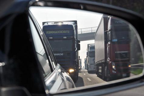 Lkw-Fahrer verprügelt Autofahrer