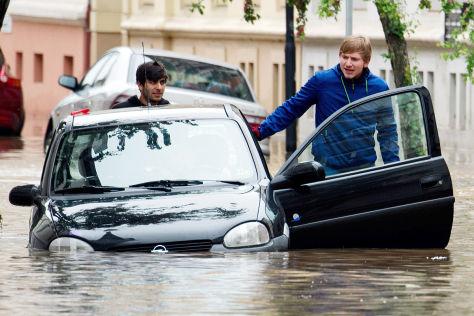 Hochwasser: Opel hilft Flutopfern