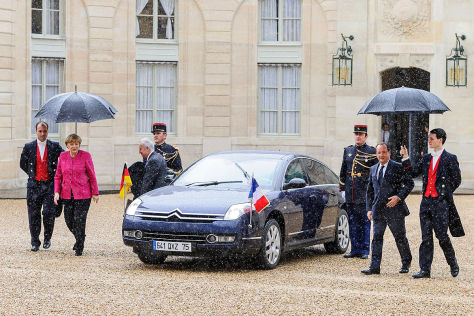 Angela Merkel und Francois Hollande am Citroën C6