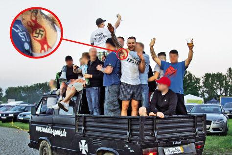 Nazi-Aufmarsch bei Autotreffen