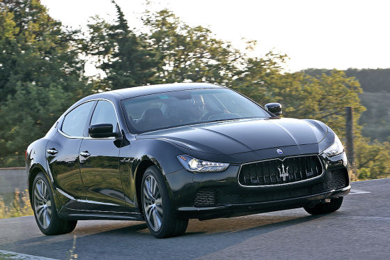 Maserati Ghibli  330 RWD seitlich stehend