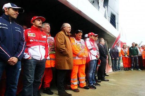 Zur Schweigeminute erschienen Fahrer, Teamchefs und viele Streckenposten