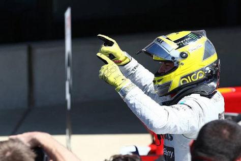 Nico Rosberg zeigt es an: Für Mercedes geht es nach oben