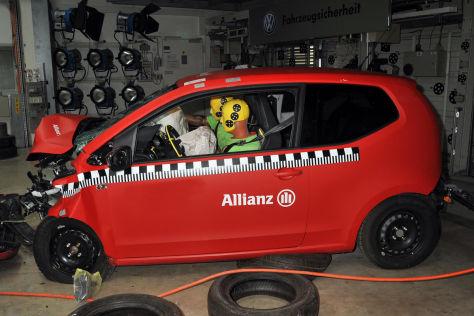 Crashtest mit einem VW Up im Allianz Technik Zentrum