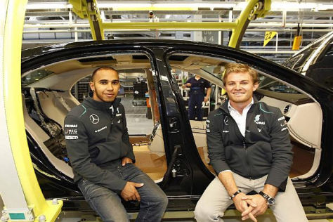 Lewis Hamilton und Nico Rosberg im Mercedes-Werk in Sindelfingen
