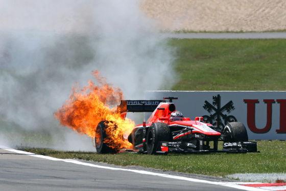 Jules Bianchi (Marussia): Wagen brennt