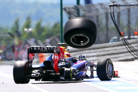 Mark Webber verliert Rad auf dem Nürburgring