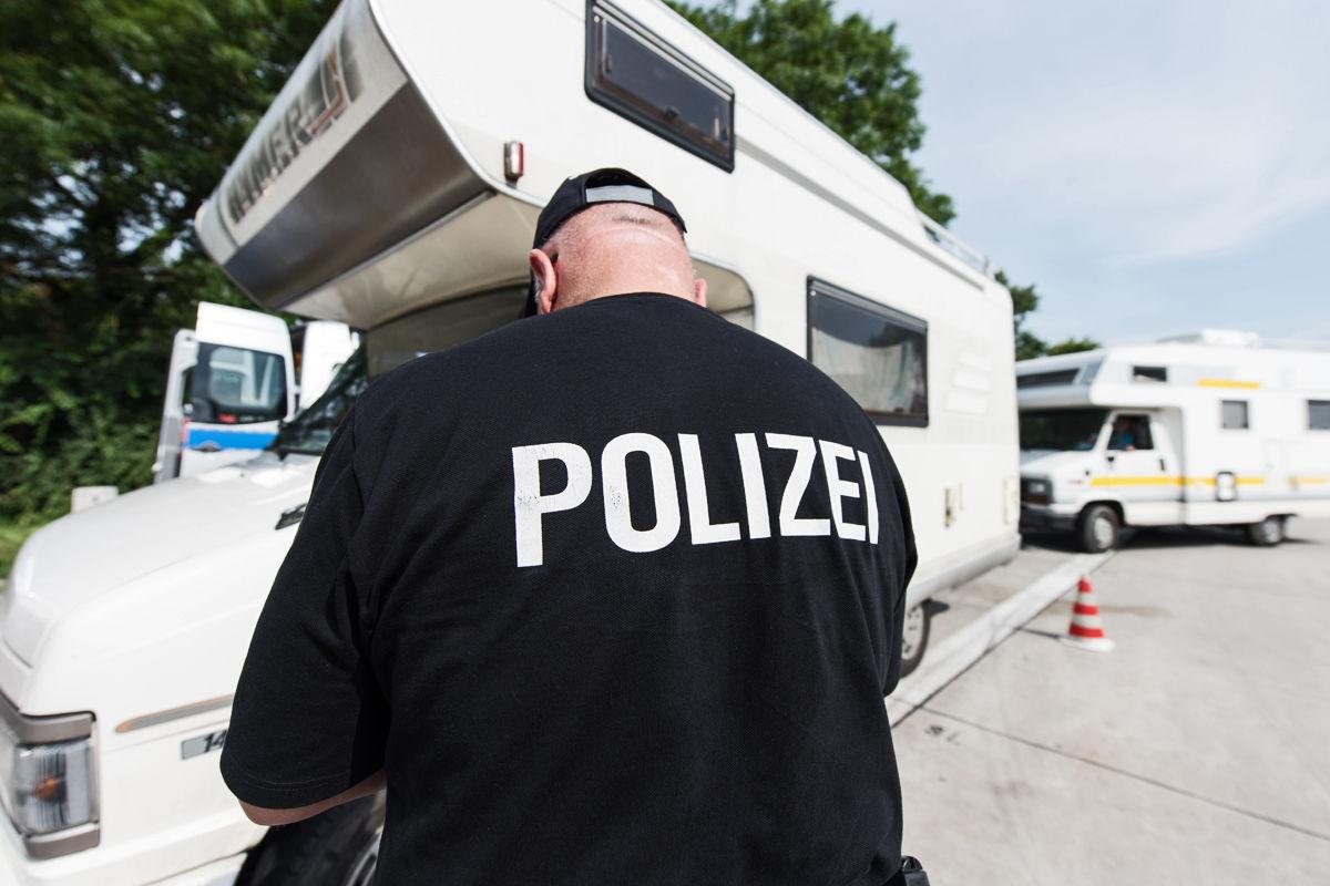 Polizei Kontrolliert Reisemobile Auf Bergewicht Bilder