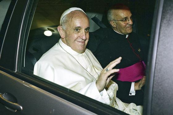 Papst verfährt sich im Fiat