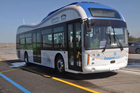 """Online Electric Vehicle"" (OLEV) Elektrobus in Korea"