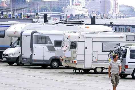 Wohnmobile am Hamburger Fischmarkt