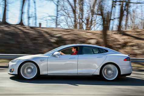 Tesla Model S: Allrad-Version schon in 2014?