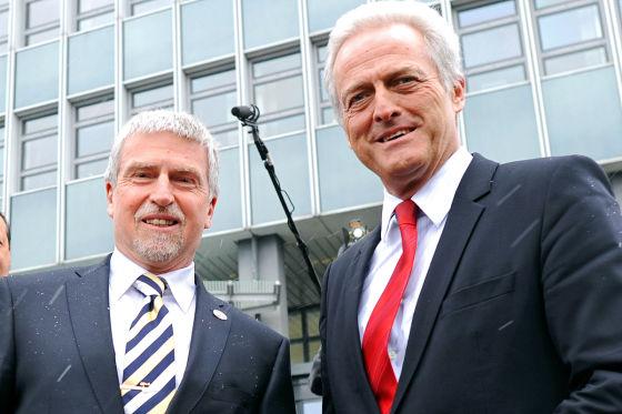 KBA-Präsident Ekhard Zinke (l.), Bundesverkehrsminister Peter Ramsauer
