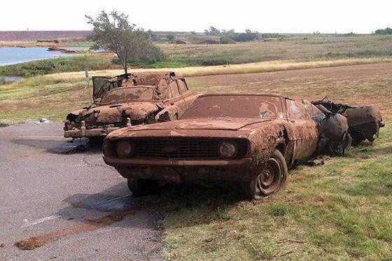 Autowracks mit Skeletten in Oklahoma
