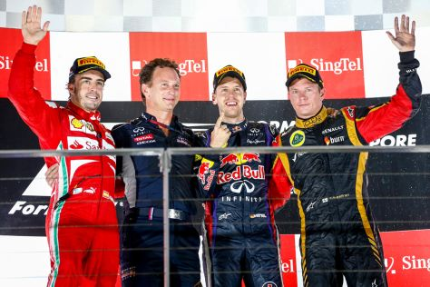 Podium beim Formel 1-GP in Singapur (v.l.): Fernando Alonso, Christian Horner, Sebastian Vettel und Kimi Räikönnen