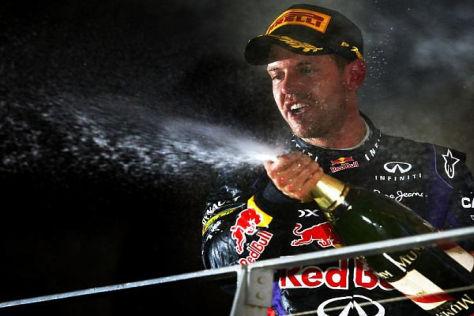 Sebastian Vettel bejubelt seinen jüngsten Sieg beim Nachtrennen in Singapur