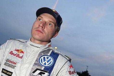 Jari-Matti Latvala blickt in Ehrfurcht auf zu Sebastien Loeb