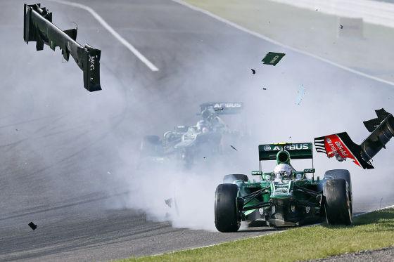 Formel 1 Großer Preis von Japan: Crash zwischen Giedo van der Garde und Jules Bianchi.