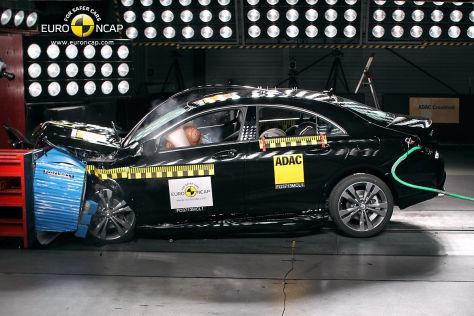 Mercedes CLA-Klasse Frontal Crash
