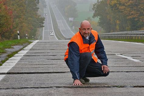 Reinhard Arndt auf dem Teilstück der A 11 bei Schmölln