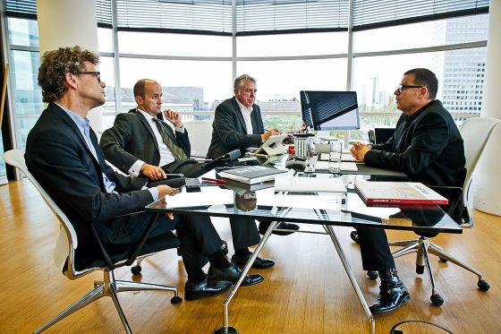 Interview Peter Schreyer mit AUTO BILD-Chefredakteur Bernd Wieland, Nicolaus Fest und Joachim R. Walther (v.l.).