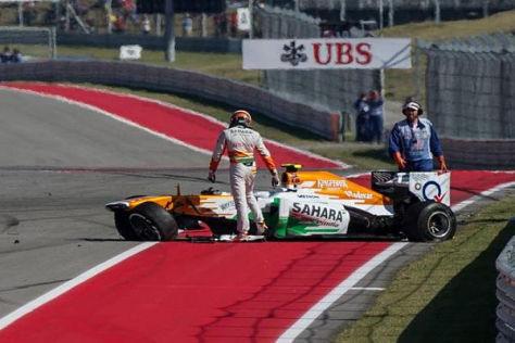 Adrian Sutil kann seinem zerstörten Force India unverletzt entsteigen